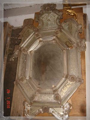Graceful octagonal Venetian mirror