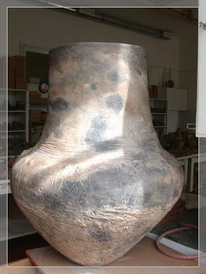 Big pottery from the late Copper Age